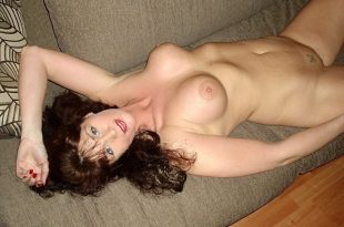 Joëlle nue cherche homme