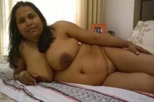Entièrement nue sur mon lit