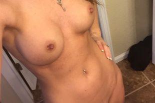 Selfie nue très coquine