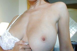 Séduisante seins nus