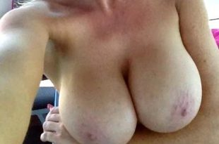 Selfie de ma grosse poitrine naturelle