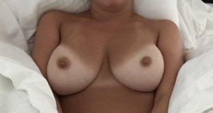 Photo coquine dans mon lit de mes gros seins