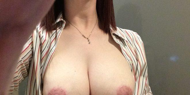 Selfie de ma poitrine pulpeuse