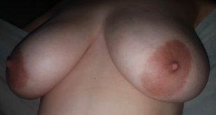 Mes gros seins après la douche