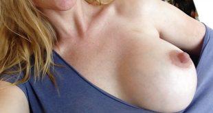 Un de mes deux gros seins